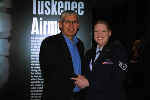 Lieutenant General (ret.), US Army Rhett Hernandez, US presenting the Order of Thor Medal to USAF SSgt Christine de Souza.
